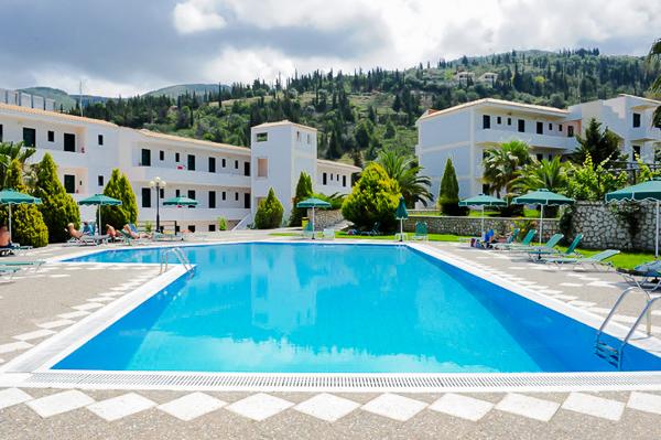 Lefkada, Hotel Santa Marina, piscina exterioara.jpg
