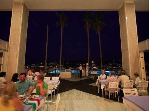 Hotel Baia Bodrum restaurant.jpg