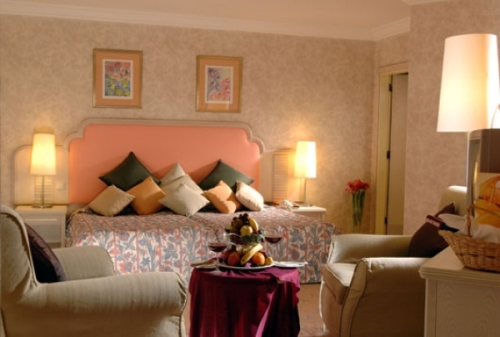 Hotel Elegance camera.jpg