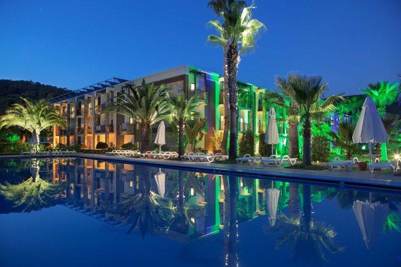 Hotel Crystal Green Bay Resort and Spa