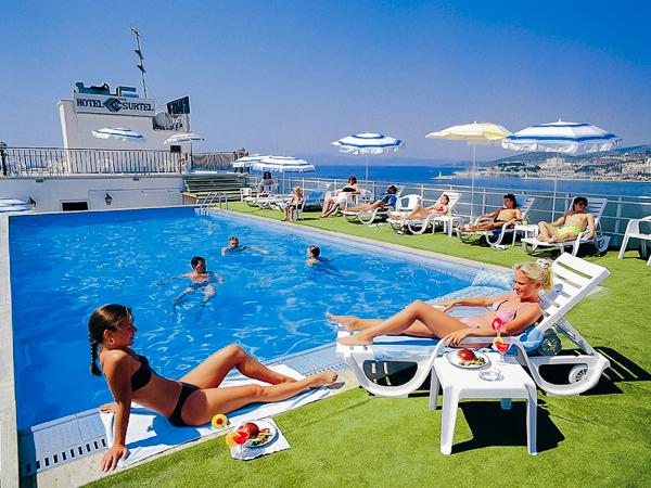 Kusadasi, Hotel Surtel, piscina exterioara.jpg