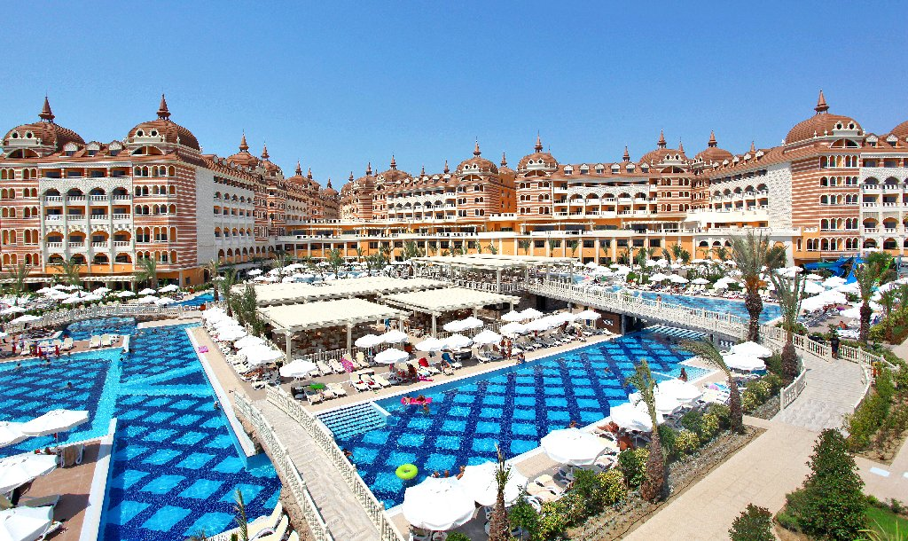 Hotel Royal Alhambra Palace zona de piscina cu bar