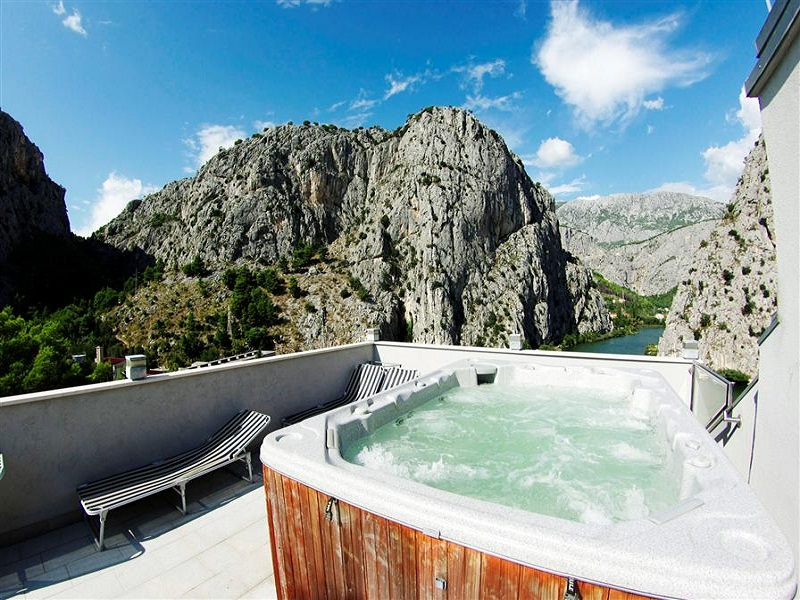 croatia_hotel_villa_dvor_omis_007_site.jpg