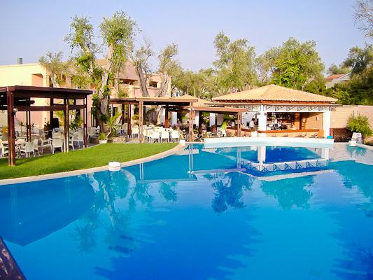 Corfu, Hotel Apollo Palace, piscina exterioara, bar.jpg