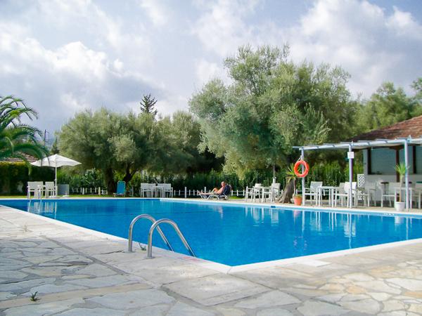 Lefkada, Hotel Thalero Holidays Center, piscina exterioara.jpg