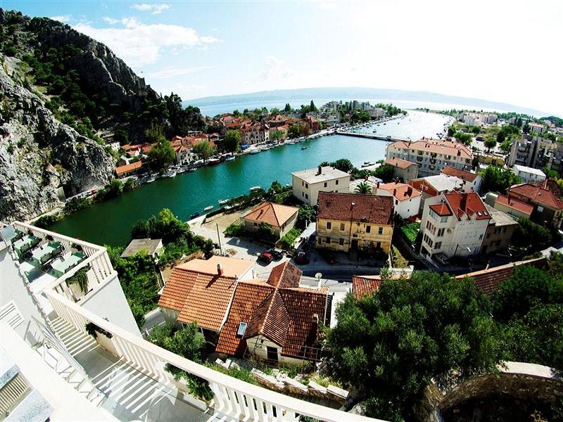 croatia_hotel_villa_dvor_omis_009_site.jpg
