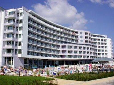 Neptun_Beach_Hotel_Sunny_Beach.jpg