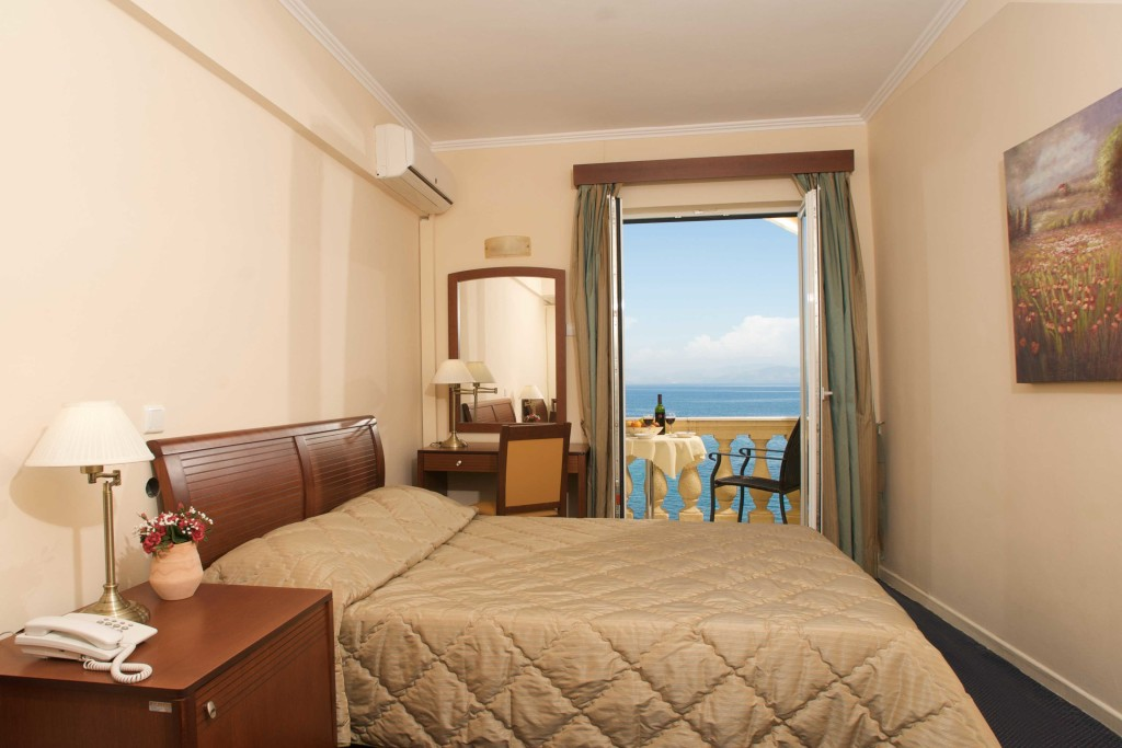 hotel-pontikonissi-rooms-02-1024x683.jpg