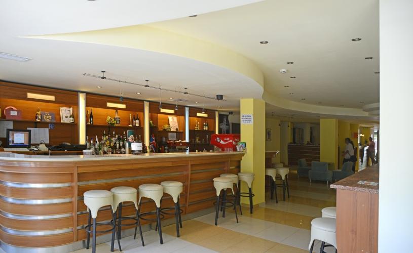 Lobby-Bar-1.jpg