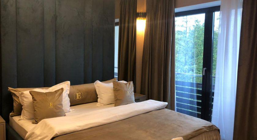 Elexus One Bedroom Apartment with Mountain View