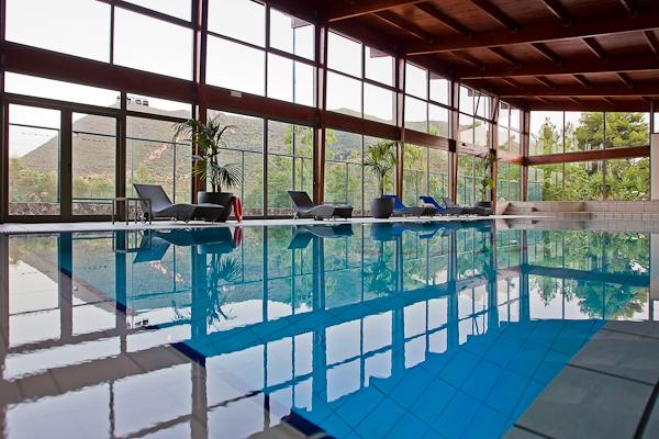 Corfu, Hotel Grand Mediterraneo Resort, piscina interioara.jpg