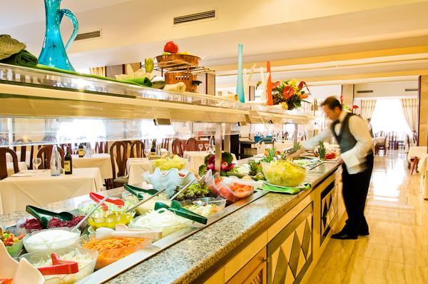 Mallorca, Hotel Las Arenas, bufet restaurant.jpg