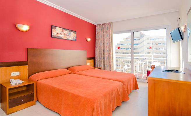 Costa del Sol, Hotel Villasol, camera, vedere camera, pat, TV, telefon.jpg