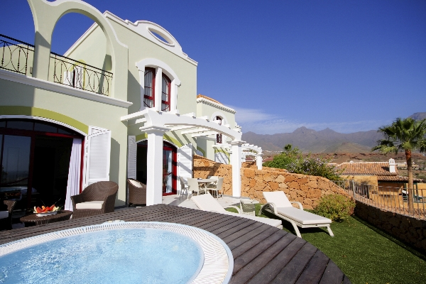 Tenerife, Villa Maria, exterior, jacuzzi, sezlonguri.jpg