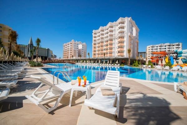 Lara, Hotel Ramada Resort Lara, exterior. piscina, sezlonguri.jpg