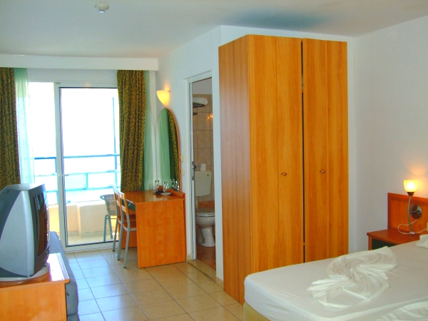 Rodos, Hotel Lido Star, camera, pat dublu, tv, balcon.jpg