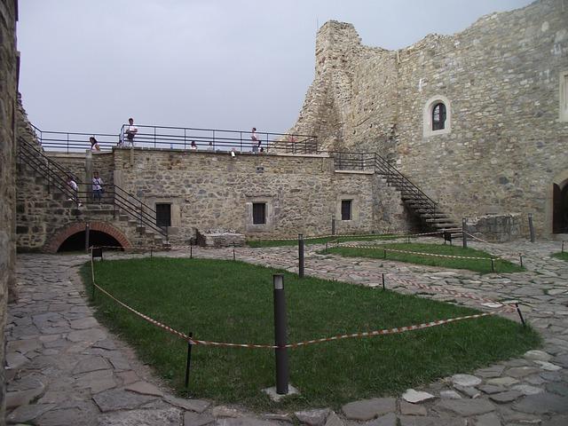 fortress-4942335_640.jpg