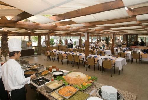 Hotel Crystal Green Bay restaurant.JPG