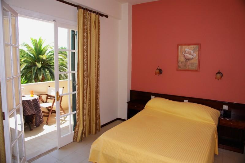 full_fiori-hotel-double-room_1436268707.jpg