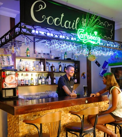 Alanya, Hotel Kleopatra Beach, interior, bar.jpg