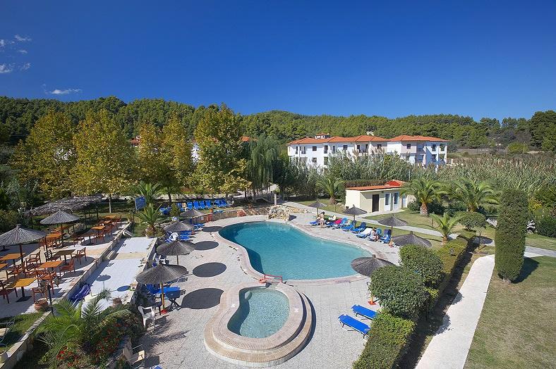 chrousso piscina 2 mica.jpg