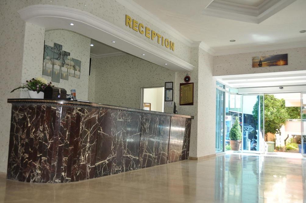 Alanya, Hotel Kleopatra Arsi receptie 1.jpg