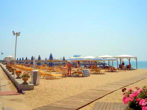 Riviera Beach, Hotel Imperial, exterior, plajaedited.jpg