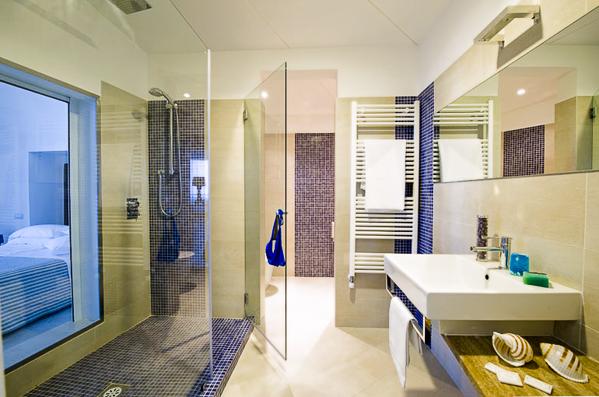 Sorrento, Hotel Giosue a Mare, camera, baie, chiuveta.jpg