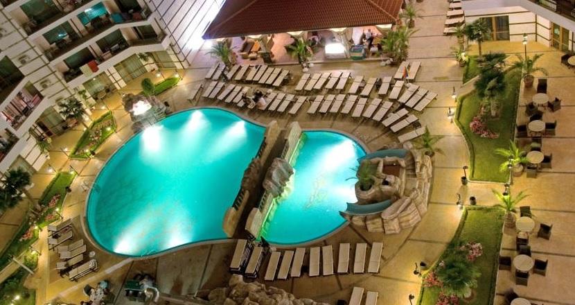 Karolina Hotel, Sunny Beach, exterior, piscina, sezlonguri.jpg