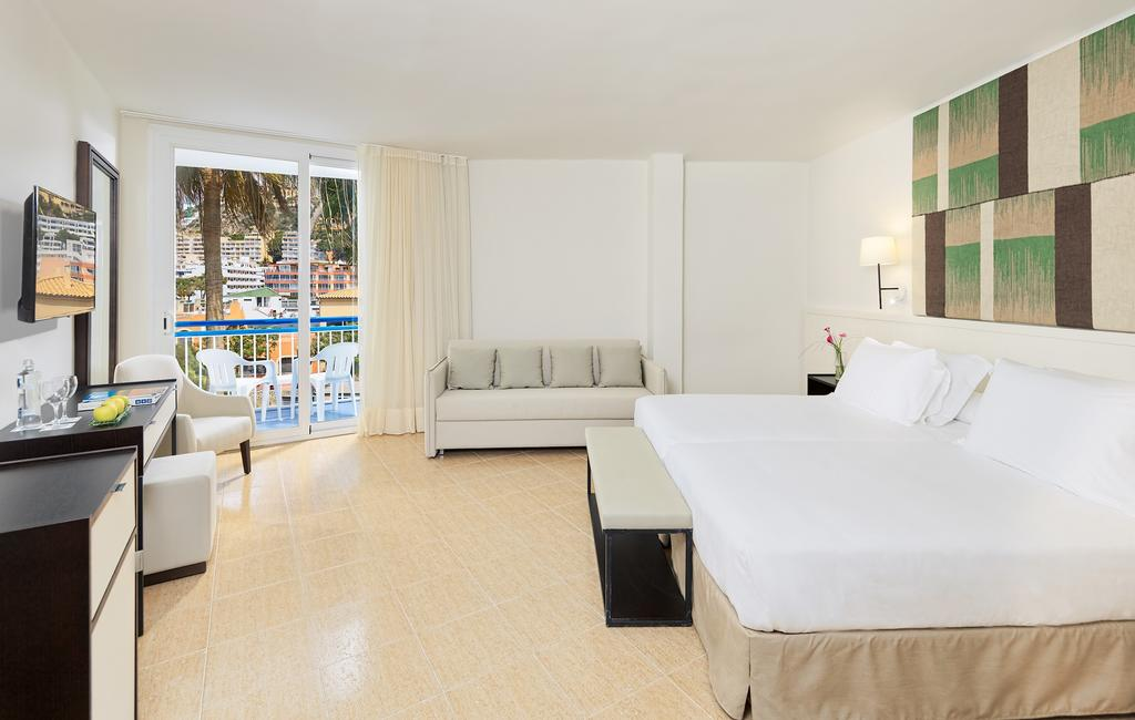 Mallorca_Hotel_H10_Casa_Del_Mar_camera_pat_tv_canapea.jpg