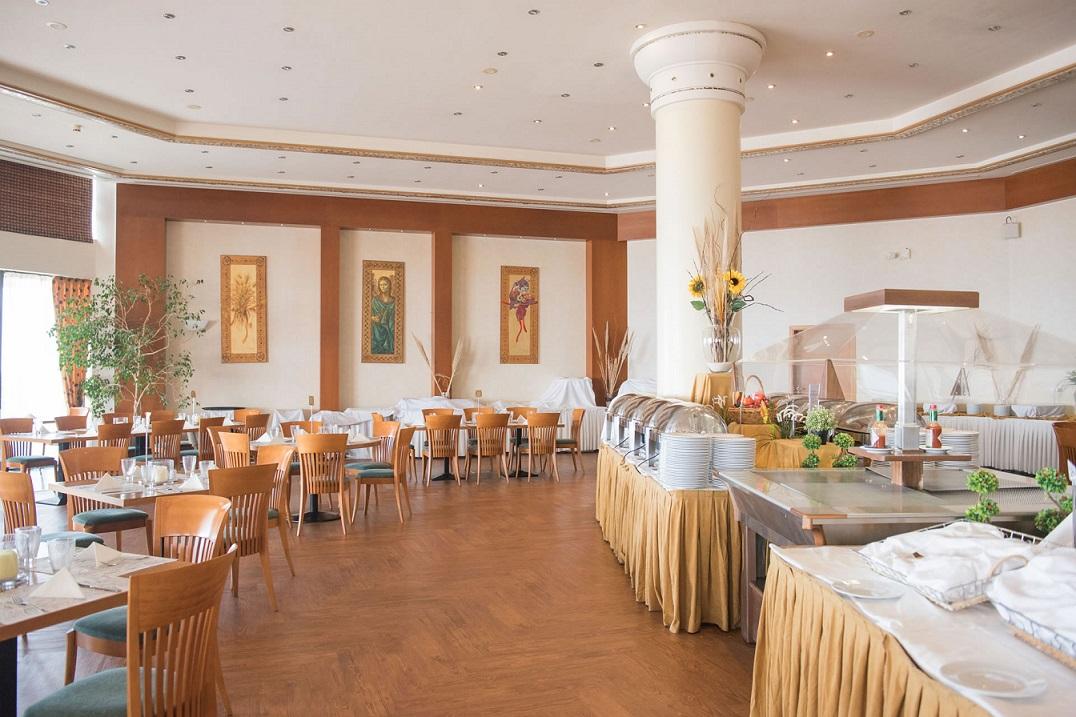rpt restaurant.jpg
