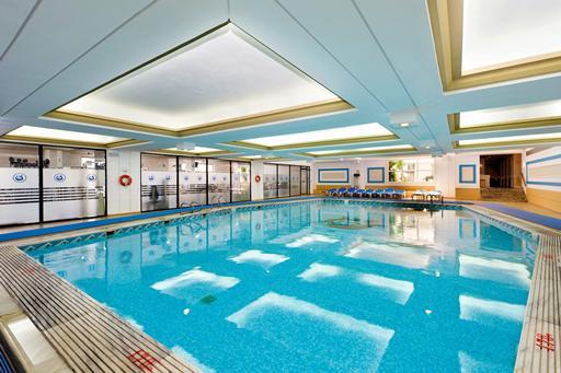 Amilia piscina interioara.jpg