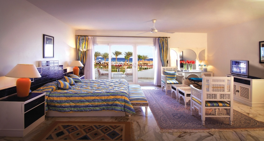 218237_44-BARON-RESORT-royal-suite-bedroom.jpg