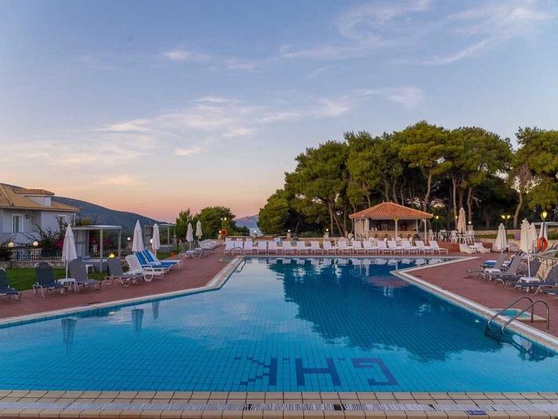 mini-pool-grounds-evening-4-1024x684_site.jpg
