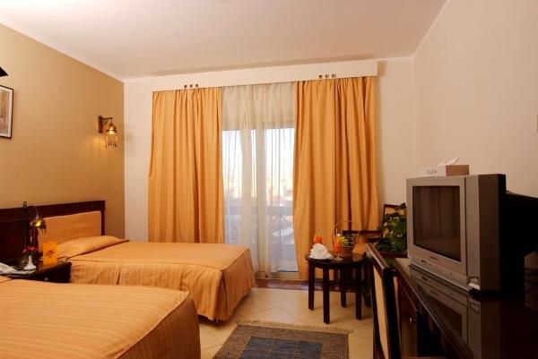 Sharm El Sheikh, Hotel Falcon Naama Star, camera, paturi, TV.jpg