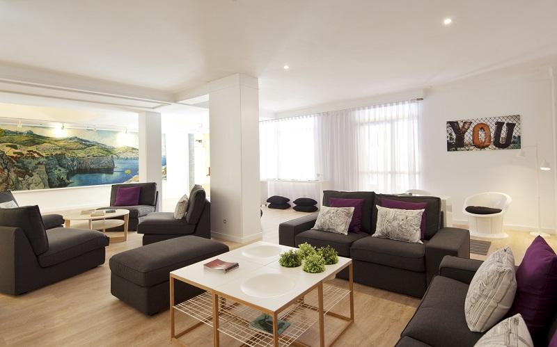Whala Beach, interior, lounge, masa, canapea.jpg