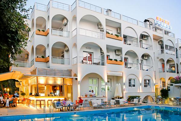 Platamonas, Hotel Kronos, exterior.jpg
