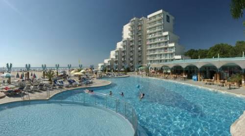 Hotel Boryana piscina.jpg