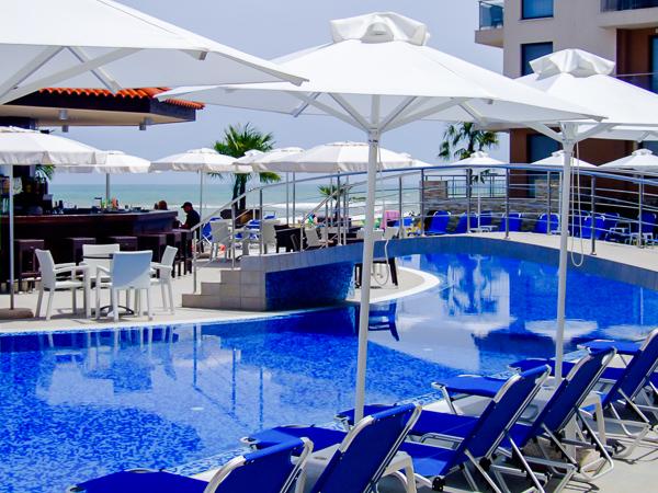 Obzor Beach Resort, exterior, piscina exterioara, sezlonguri.jpg
