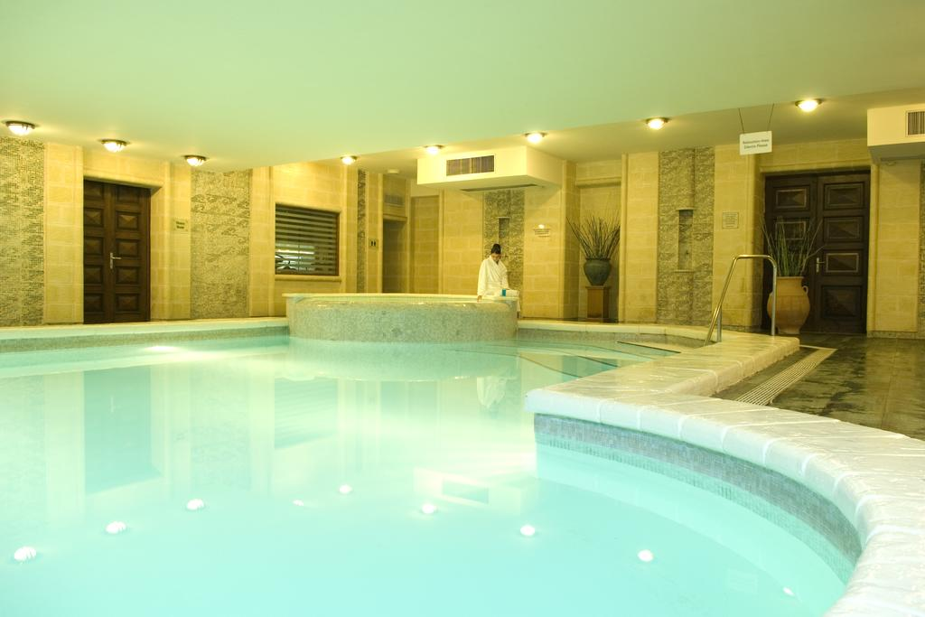 santana piscina interioara.jpg