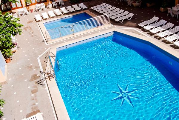 Mallorca, Hotel Pinero Bahia de Palma, piscina exterioara.jpg