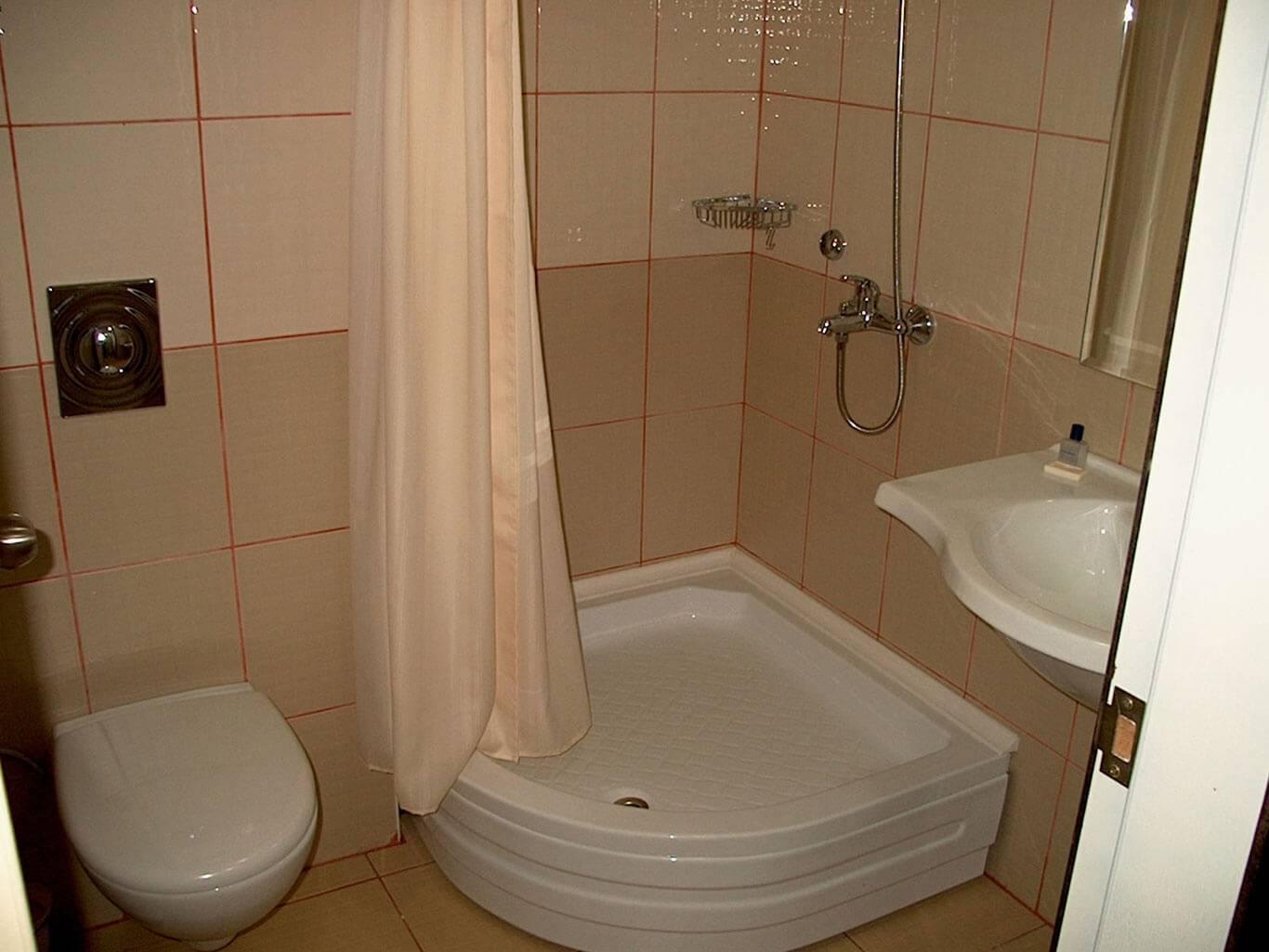 SILVER HOTEL 3.jpg