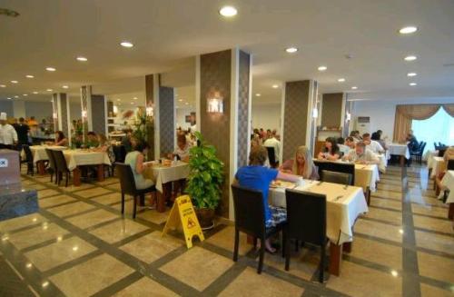 Hotel Oba Star Resort & Spa restaurant.JPG
