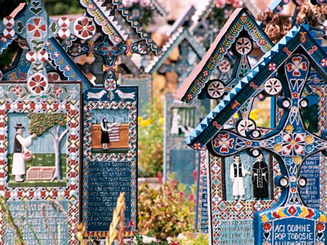 Cimitirul vesel HELLO HOLIDAYS.jpg