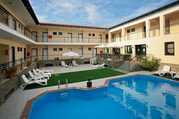 Halkidiki, Hotel Sun, piscina exterioara.jpg