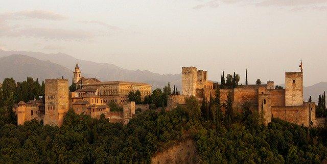 alhambra-179171_640.jpg