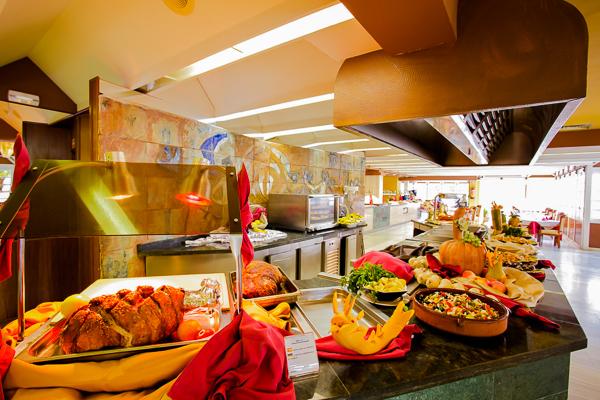 Mallorca, Apartments Sunna Park, bufet restaurant.jpg