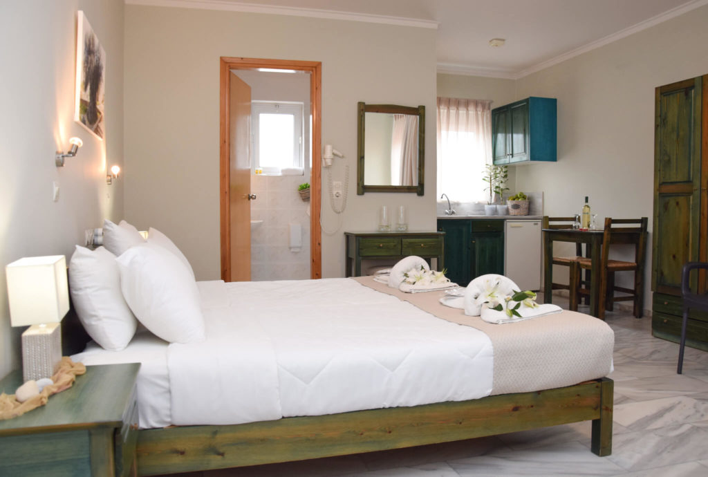 Inside-the-Room-Atlantida-Mare-Hotel-Agia-Marina-6-1024x690.jpg