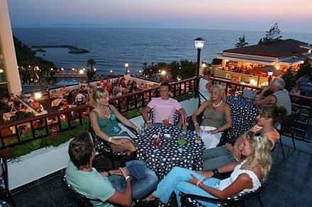 Hotel Pine Bay Holiday poza restaurant.jpg
