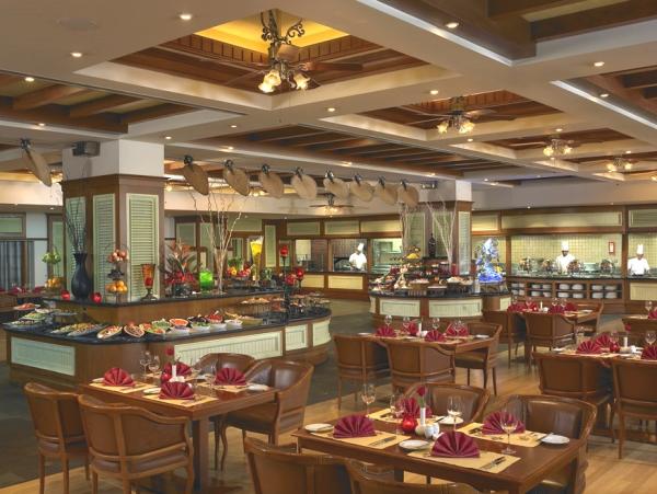 Dubai, Hotel Habtoor Grand, restaurant, bufet.jpg